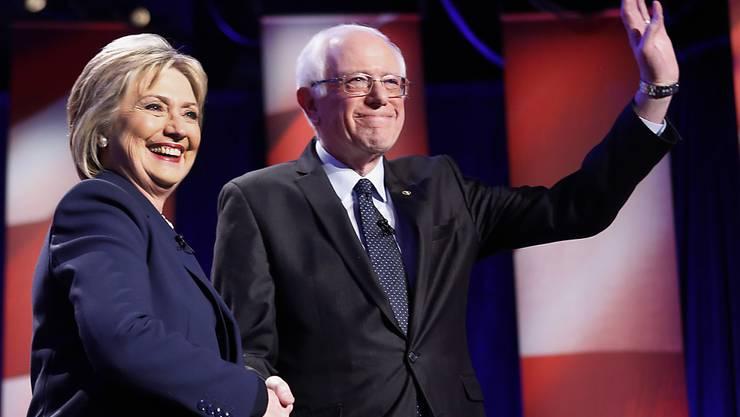 Sie beide wollen das US-Präsidium: Die Demokraten Hillary Clinton und Bernie Sanders bei einer weiteren Debatte in New Hampshire.