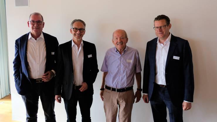 Karl Haas ist neuer Sekretär, Daniel Germann neuer Kassier und Bruno Bolliger scheidet aus dem Vorstand aus. Rechts: Präsident Josef Wiederkehr.