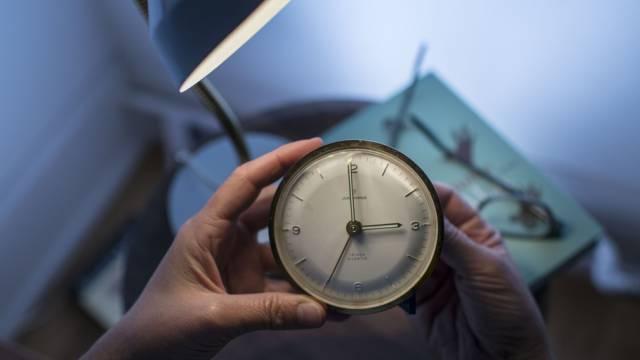 Um drei Uhr nachts werden die Uhren um eine Stunde zurückgestellt