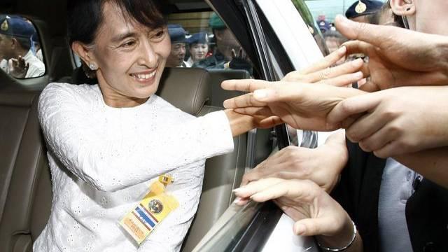 Die burmesische Oppositionsführerin Aung San Suu Kyi im Flüchtlingslager Mae La in Thailand