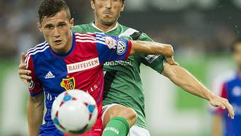 St. Gallens Kristian Nushi (r.) im Duell mit Basels Taulant Xhaka.