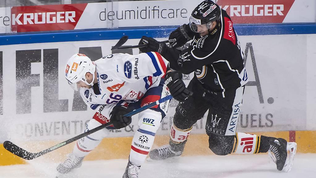 Harter Fight zwischen Maxim Noreau (links) von den Lions und dem Luganesen Jani Lajunen