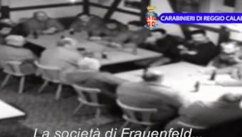 Die Polizei filmte heimlich mit: Videosequenz der ''Operazione Helvetica'', die die kalabresische Polizei im August 14 ins Internet stellte. Ein Dutzend Männer reden über Erpressung, Kokain, Heroin und über die ''Gesellschaft in Frauenfeld''.