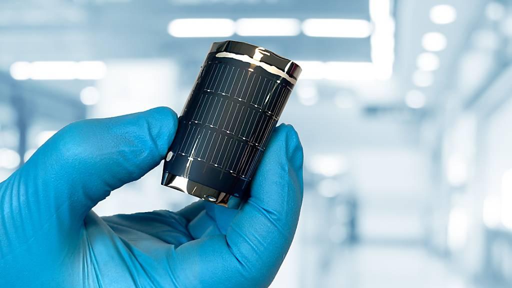 Neuen Wirkungsgrad-Rekord für biegsame Solarzellen erzielt
