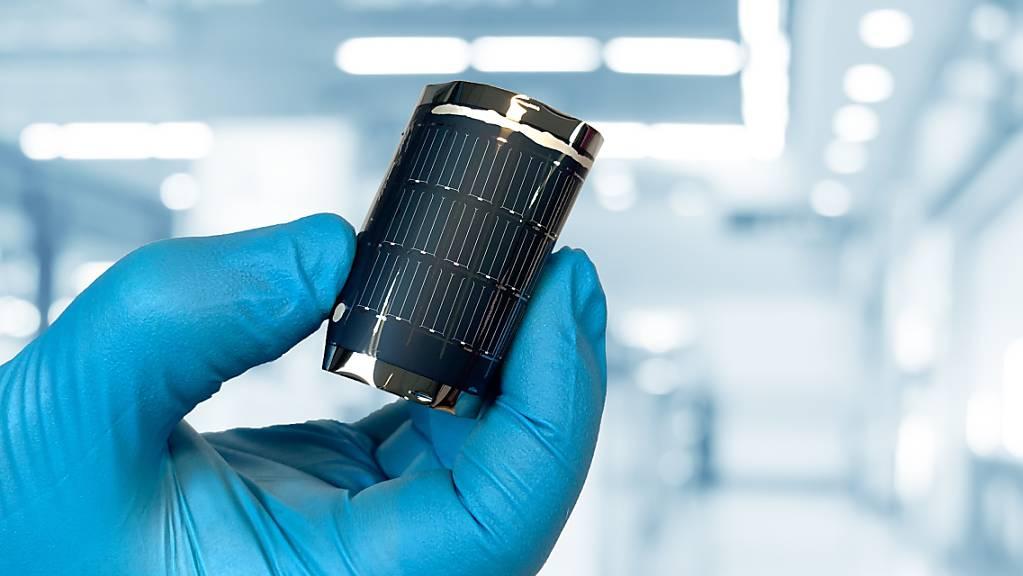 Biegsam und effizient wie noch nie: Empa-Forschende haben es geschafft, einen neuen Rekord bei Dünnschicht-Solarzellen aufzustellen.