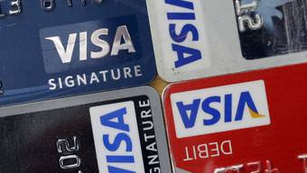 Visa-Kreditkarten in verschiedenen Farben