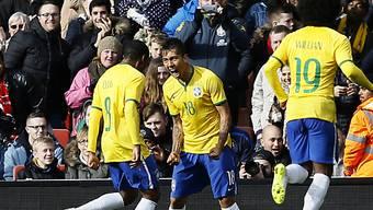 Brasiliens Firmino (mitte) einziger Torschütze im Spiel gegen Chile