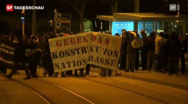 Die Demonstranten skandierten SVP-feindliche Parolen. Screenshot: SF DRS