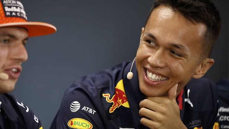 Hat gut lachen: Alexander Albon bekommt bis Ende Saison von Red Bull die Chance, sich an der Seite von Max Verstappen zu beweisen