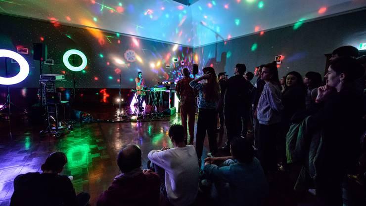 DJ. Flugvél og Geimskip aus Island verwandelten das Museum Langmatt in einen Konzertsaal.