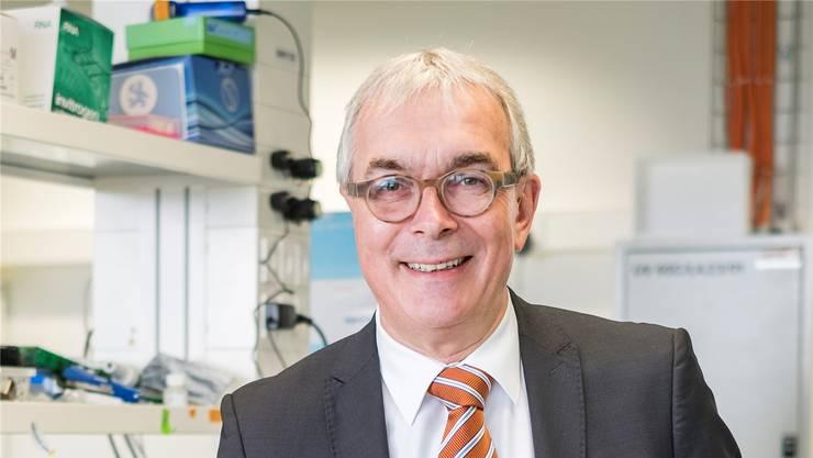 Das ist die Zukunft: Christoph Brutschin posiert in einem Labor im Technologiepark für Jungunternehmen.