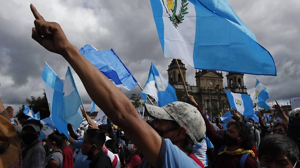 Guatemalteken gehen gegen Regierung auf die Strasse