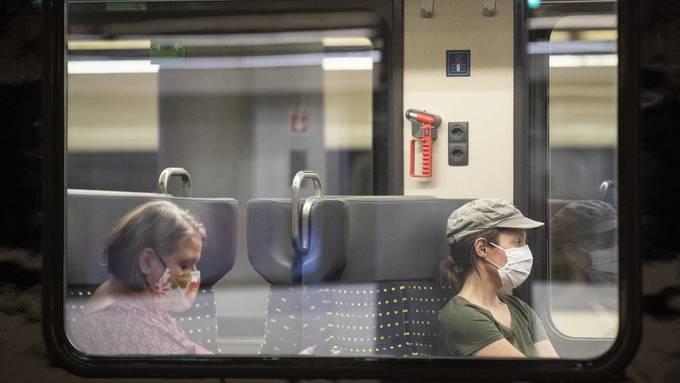 Masken sind im öV obligatorisch.