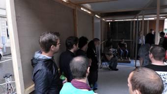 Freiraumprojekt in der Feldbergstrasse: Musiker spielen im eigens gebauten Kulturraum