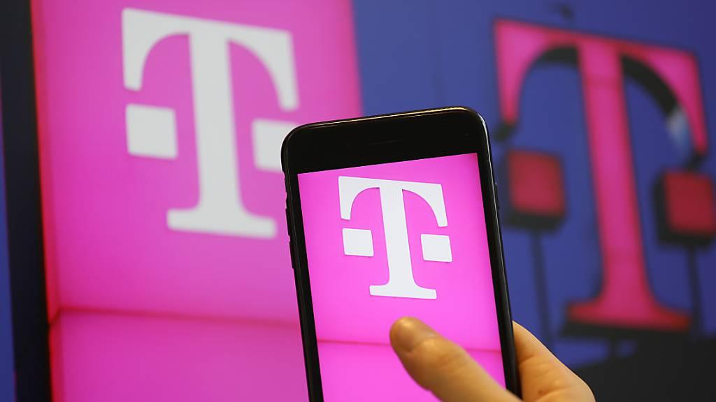Die Deutsche Telekom blickt dank des Zugpferdes T-Mobile US zuversichtlicher auf das Jahr und rechnet mit einem höheren bereinigten Betriebsergebnis ohne Leasingaufwendungen (EBITDA AL). (Archivbild)