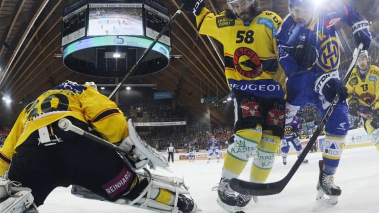 Der Kanadier Devin Setoguchi (rechts) erzielte beim 7:1-Heimsieg des HC Davos gegen den SC Bern die Tore zum 3:0 und 4:0
