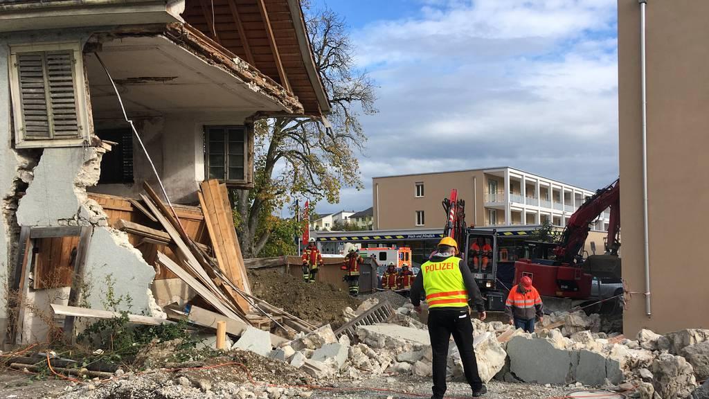 Beim Gebäudeeinsturz kommt der Bauarbeiter ums Leben.