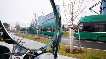 Der 3er-Tram bei der Endstation am Bahnhof Saint-Louis, links im Hintergrund die Park-&-Ride-Anlage. Archiv Kenneth Nars