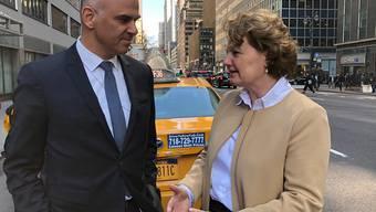 Einsatz in Manhattan: Bundesrat Alain Berset mit Sylvie Durrer, Direktorin des Eidgenössischen Büros für Gleichstellung von Frau und Mann (EBG), vor der Schweizer Uno-Mission an der Third Avenue in New York. (Bild: Roman Elsener)
