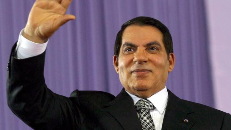 Zine Al-Abidine Ben Ali in einer Aufnahme von 2007: Der Ex-Präsident Tunesiens ist nach Saudi-Arabien geflüchtet - und wurde nun in Tunesien zum wiederholten Mal in Abwesenheit verurteilt. (Archivbild)