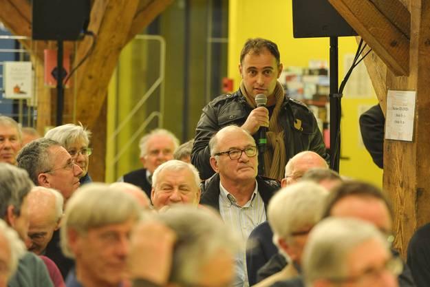 Die Podiumteilnehmer beantworten die Publikumsfragen.