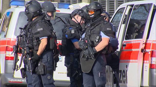 Grosser Polizeieinsatz an Röntgenstrasse