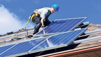 Der Kantonsrat hielt daran fest, dass bei Neubauten «ein Teil» der benötigten Elektrizität im beziehungsweise vom Gebäude selbst erzeugt werden muss.