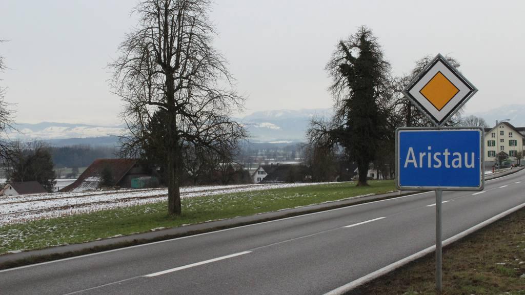 Strassenbelag wird regelmässig «gekärchert» - aber nur in eine Fahrtrichtung