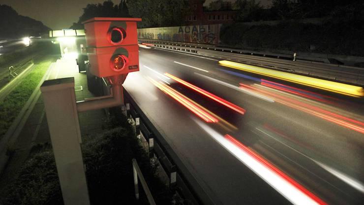Dank Geschwindigkeitsbussen landen Millionen von Franken in den Kassen von Kantonen und Gemeinden.