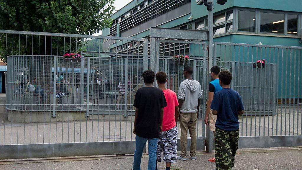 Die Zahl der Asylgesuche in der Schweiz ist im April erneut deutlich zurückgegangen. (Archivbild)