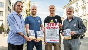 Wollen einen Umbau des Geldsystems (von links): Geri Müller, Gregor Dietrich, Alec Gagneux, Hansruedi Weber.