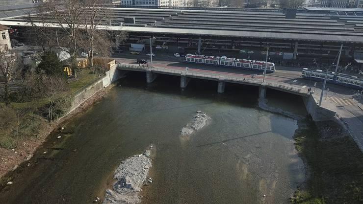 Die SBB will für den Fall, dass die Sihl über die Ufer tritt, gerüstet sein. (Archiv)