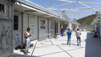 Im Flüchtlingslager Moria auf der Insel Lesbos in Griechenland ist es erneut zu Ausschreitungen gekommen. Dabei wurden zwölf Menschen verletzt. (Archivbild)