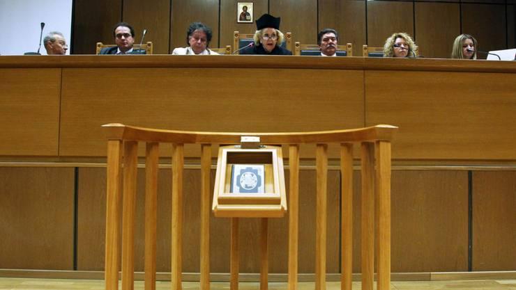 Die Präsidentin des Obersten Gerichtshofes, Vassiliki Thanou (Bildmitte) soll die voraussichtlich im September anstehenden Neuwahlen vorbereiten. (Archiv)