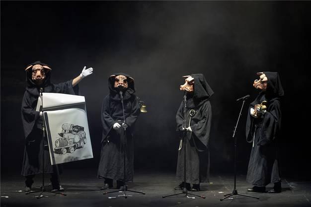 Der Schnitzelbank «Schunggebegräbnis» legt am Drummeli einen fulminanten Auftritt hin.