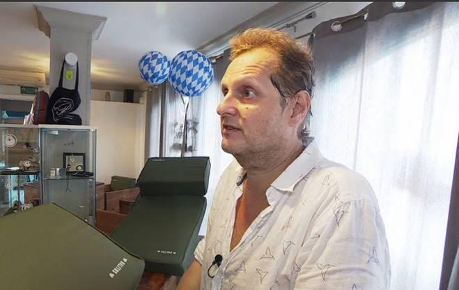 """Gezeichnet vom Stress: Jens Büchner in der """"Faneteria"""". Im Restaurant wurden er und seine Frau von Besuchern überrant."""