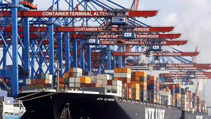 Container-Terminal im Hamburger Hafen - nach Rotterdam die Nummer zwei in Europa. (Archiv)