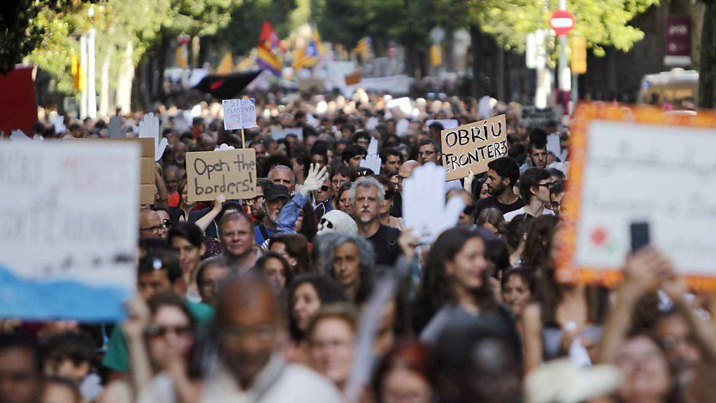 An der Demonstration zur Aufnahme von Flüchtlingen nahm auch Barcelonas Stadtpräsidentin teil.