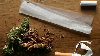 Cannabis mit einem THC-Gehalt von einem Prozent gilt als Betäubungsmittel (Symbolbild)