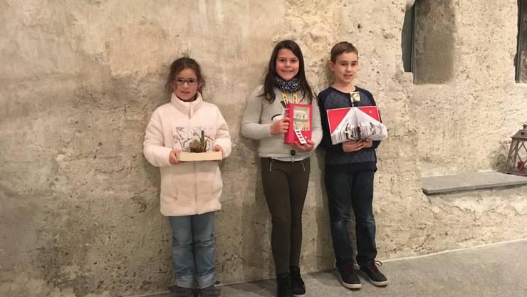 Siegerin: Stephanie Tudor, Wohlenschwil (Mitte) 2. Platz: Linda Berger, Stetten (links) 3. Platz: Leano Bächtiger, Mellingen (rechts)