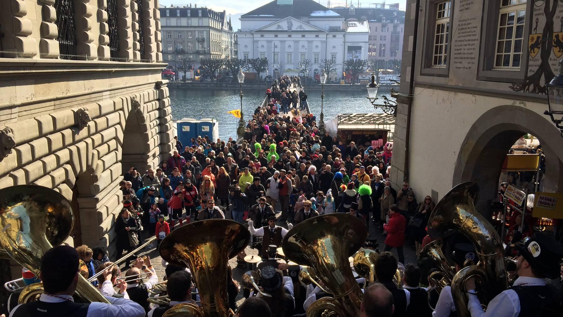Rathaustreppe am Rüüdige Samschtig