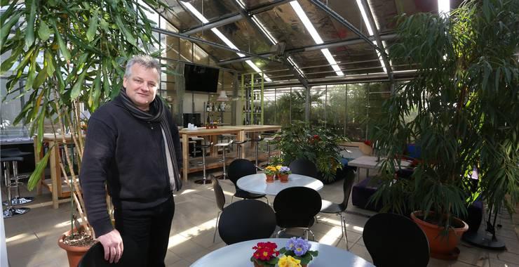 Ernst Studer in der Lobby seines Hotels, welche auch für Veranstaltungen oder Apéros gebucht werden kann.