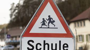 Im Kanton Schaffhausen werden keine Pflichtlektionen an der Volksschule gestrichen. Dies haben die Stimmberechtigten am Sonntag entschieden (Archiv).