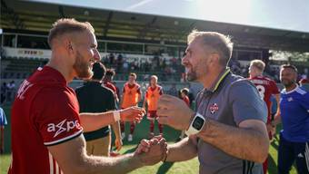 Grosse Freude: Ranko Jakovljevic (rechts) und Patrick Muff nach dem Sieg gegen Martigny. Claudio Thoma