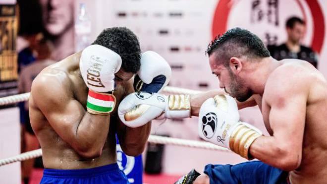 Im ersten Sondersetting wurde Carlos (links) das Thaiboxen bezahlt. Foto: Key