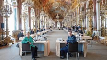 Pompöse Polit-Show: Markus Söder (r) empfängt Kanzlerin Angela Merkel im Schloss Herrenchiemsee, dem bayerischen Versailles.