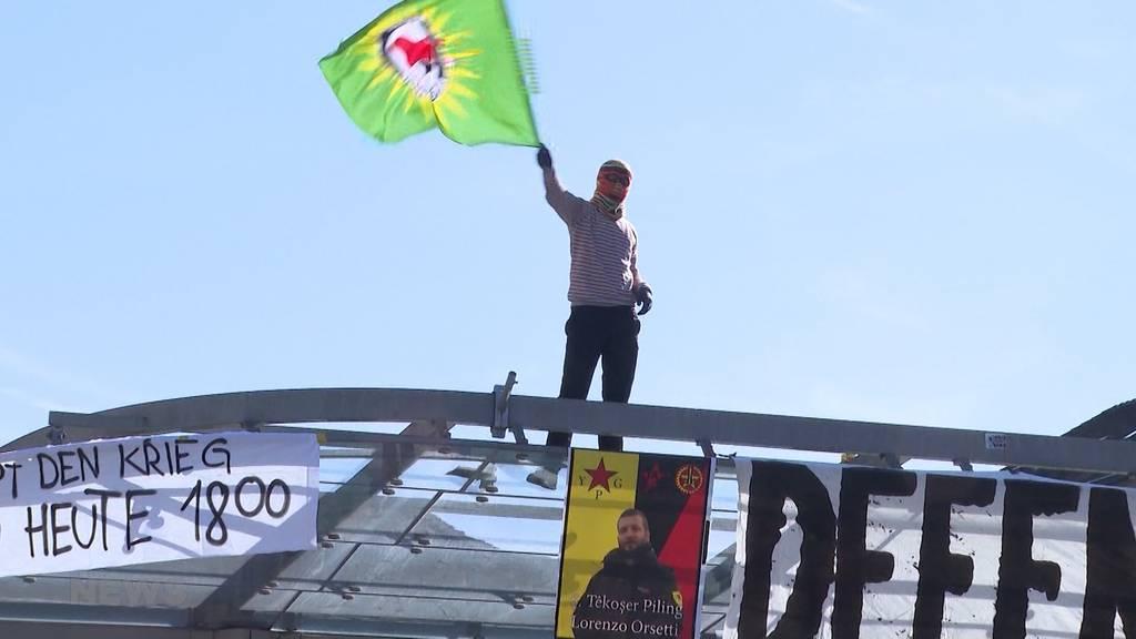 Vermummte rufen zur Demo für Rojava auf