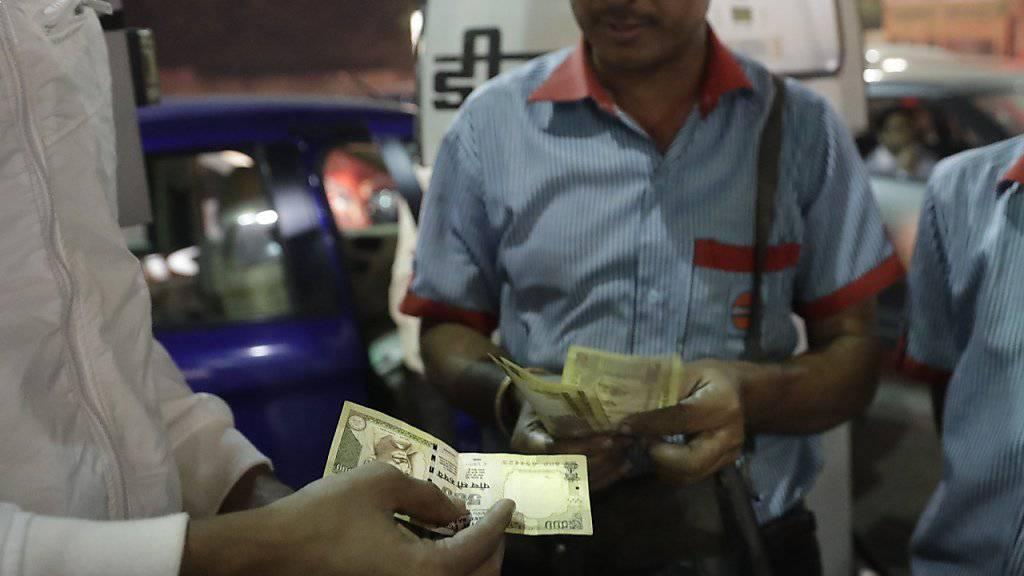 Die 500- Rupien-Note in Indien wird nicht länger akzeptiert als Zahlungsmittel.