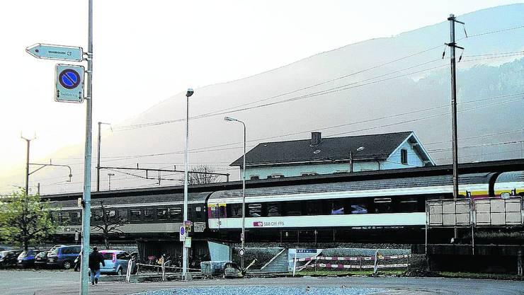 Wendeplatz: Auf der Südseite des Oensinger Bahnhofs ist die Bushaltestelle so auf- gerüstet worden, dass die grossen Busse auch wenden können. (aro)