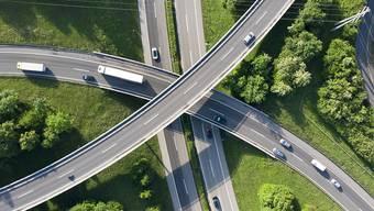 Fast alle zahlen zu viel (Autobahn auf drei Etagen im Kanton Waadt/Symbolbild vom Mai 2018).